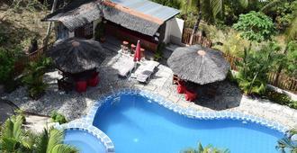 部落丘陵山地度假村 - 加莱拉港 - 游泳池