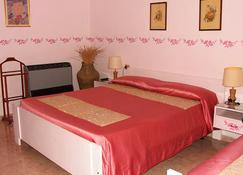 维尔卡马尔酒店 - 塔尔奎尼亚 - 睡房