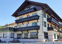 佩珀尔餐厅酒店 - 拜尔斯布龙 - 建筑
