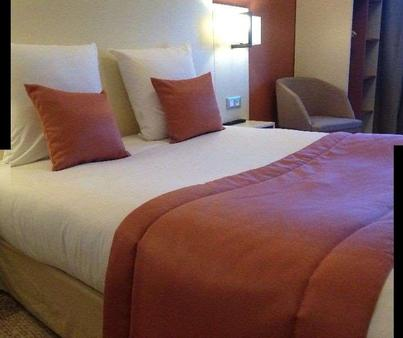 狄波斯特斯涛特尔酒店 - 里昂 - 睡房
