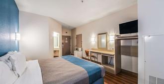 纽布劳恩费尔斯6汽车旅馆 - 纽布朗费尔斯 - 睡房