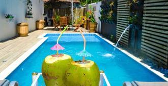 托兰克索玉之别墅酒店 - 托兰克索 - 游泳池