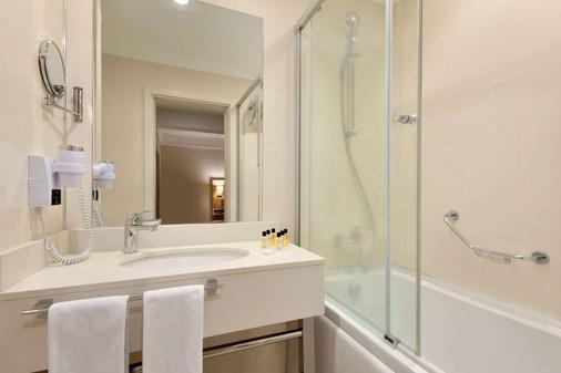 卡帕多西亚华美达酒店 - 内夫谢希尔 - 浴室