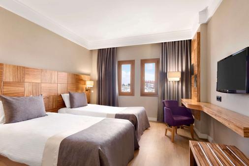 卡帕多西亚华美达酒店 - 内夫谢希尔 - 睡房