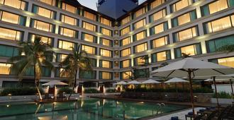 迈可赛套房酒店 - 吉隆坡 - 游泳池