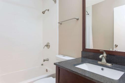 哥伦布机场速8酒店 - 哥伦布 - 浴室