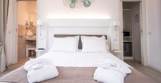 艾利萨住宅酒店 - 代森扎诺-德尔加达 - 睡房