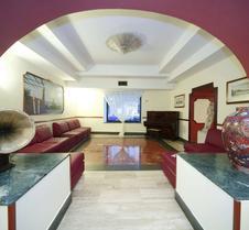 那不勒斯拉佩斯酒店