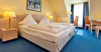 吕贝克海蓝宝石温德姆特里普酒店 - 吕贝克 - 睡房