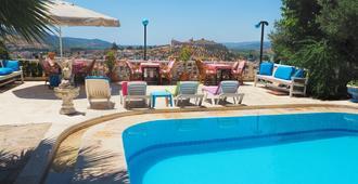 帕诺拉玛别墅酒店 - 塞尔丘克 - 游泳池