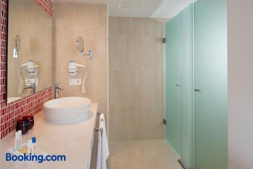 艾括拉兰萨罗特套房酒店 - 卡门港 - 浴室