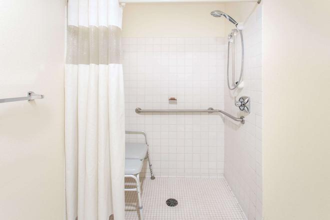 达文波特贝蒙特套房酒店 - 达文波特 - 浴室