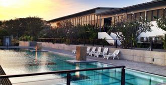 考艾钢琴度假酒店 - 班木思 - 游泳池