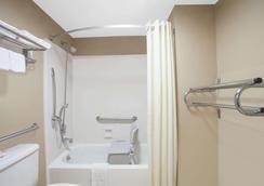 纳什维尔西速8酒店 - 纳什维尔 - 浴室