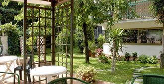 奥罗拉花园酒店 - 罗马 - 露台