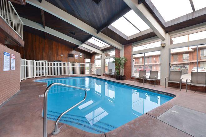 珊瑚山贝特韦斯特酒店 - 圣乔治 - 游泳池