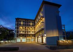 丽拉瓦迪大酒店 - 乌隆 - 建筑