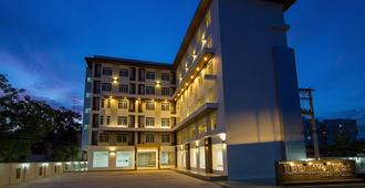 里拉瓦迪大酒店 - 乌隆