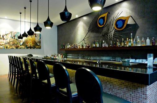 普吉岛爱维斯塔度假村 - 卡伦海滩 - 酒吧