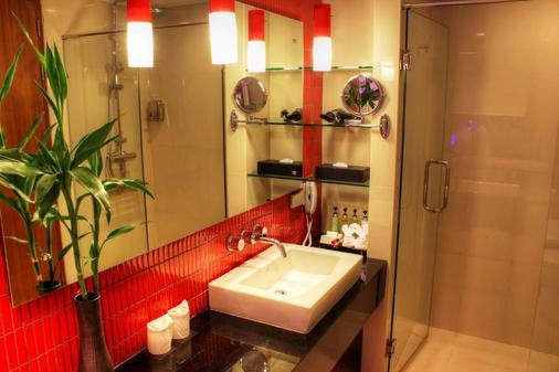 普吉岛爱维斯塔度假村 - 卡伦海滩 - 浴室