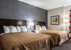 丹伯里品质套房酒店 - 丹伯里 - 睡房
