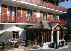 拉查美乐木屋酒店 - 莫尔济讷 - 建筑