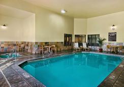 彭德尔顿牛津套房酒店 - 彭德尔顿 - 游泳池