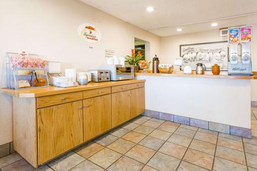 科罗拉多州大章克申速8酒店 - 大章克申 - 自助餐