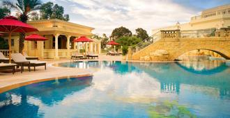 突尼斯喜来登酒店 - 突尼斯 - 游泳池