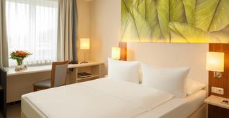 科隆容克斯多夫多林特酒店 - 科隆 - 睡房