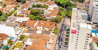 格拉纳达卡利宜必思酒店 - 卡利 - 户外景观