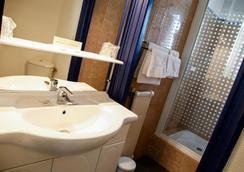 力士酒店 - 洛里昂 - 浴室