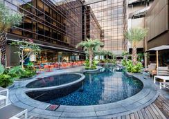 新加坡温莎酒店 - 新加坡 - 游泳池