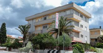 米斯特拉尔酒店 - 阿尔盖罗
