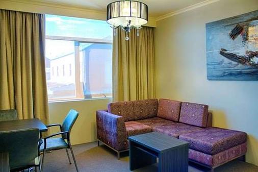 沃加曼特拉圣廷苑酒店 - 沃加沃加 - 客厅