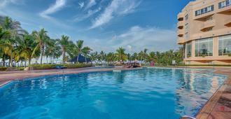 塞拉莱皇冠假日酒店度假村 - 塞拉莱 - 游泳池
