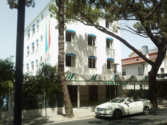 曼佐尼酒店 - 耶索洛 - 建筑