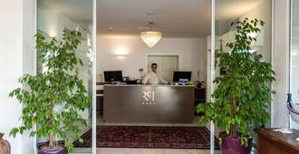 里米尼套房酒店 - 里米尼 - 柜台