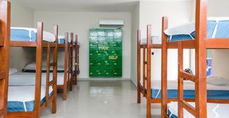 萨亚比青年旅舍 - 卡门海滩 - 睡房