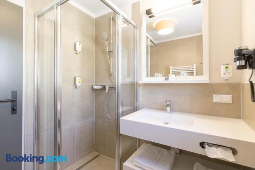 菲尔森夫酒店 - 弗拉绍 - 浴室