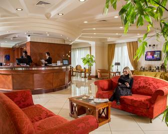 贝斯特韦斯特维泰伯酒店 - 维泰博 - 柜台