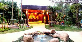 布拉度假村 - 清莱