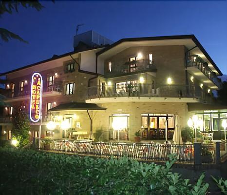 阿卡普尔科酒店 - 利尼亚诺萨比亚多罗 - 建筑