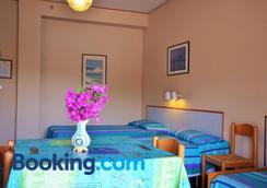 加尔迪尼旅居别墅酒店 - 贾迪尼-纳克索斯 - 睡房
