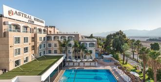 星际尼尔瓦纳俱乐部型酒店 - 埃拉特