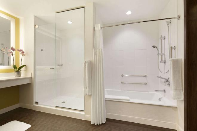 亚历山大,一间温馨的酒店 - 印第安纳波利斯 - 浴室