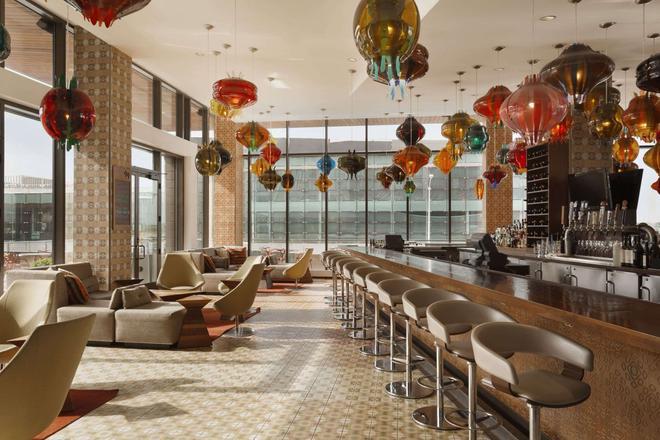 亚历山大,一间温馨的酒店 - 印第安纳波利斯 - 酒吧