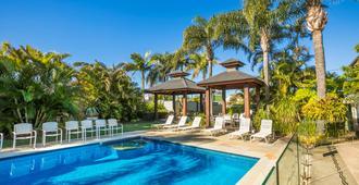 金色海滩酒馆奈特卡普汽车旅馆 - 卡伦德拉 - 游泳池