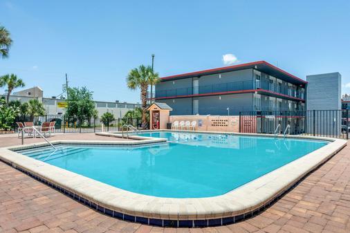 国际大道伊克诺旅馆 - 奥兰多 - 游泳池
