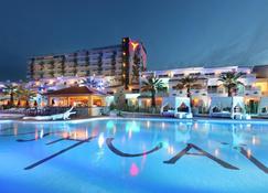 乌斯怀亚伊维萨海滩酒店-仅限成人 - 圣乔治 - 游泳池